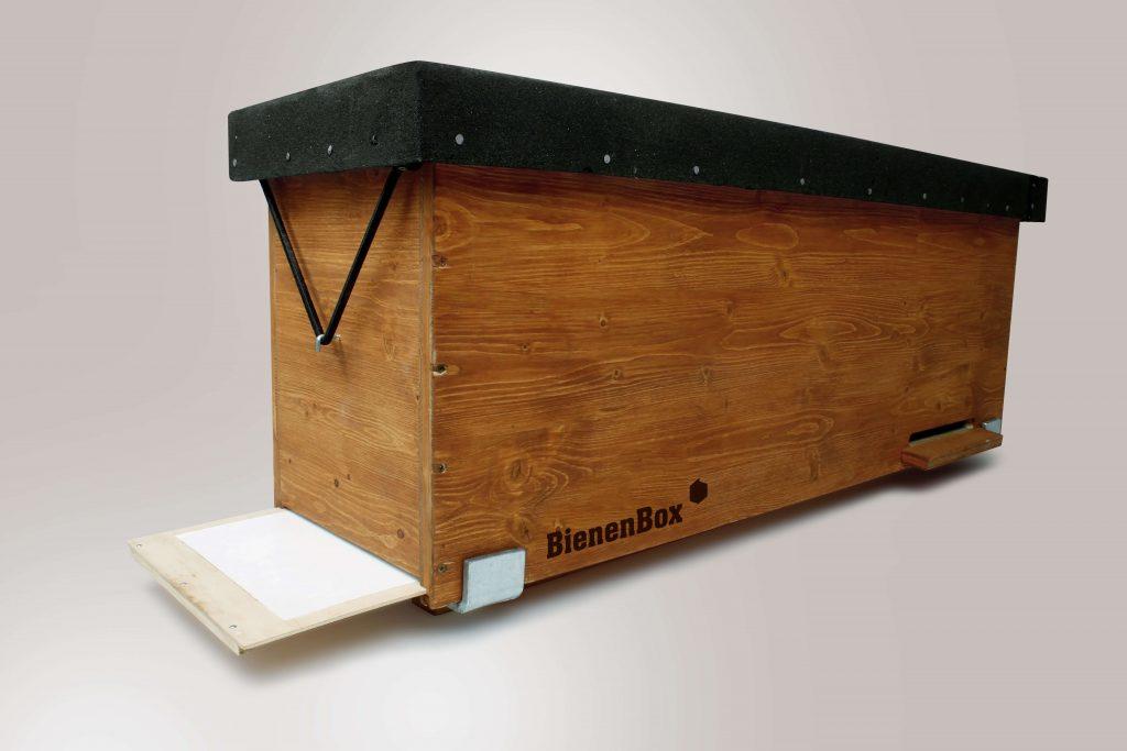 Topgres hat mithilfe der BienenBox mehreren Tausend Bienen ein neues Zuhause gegeben