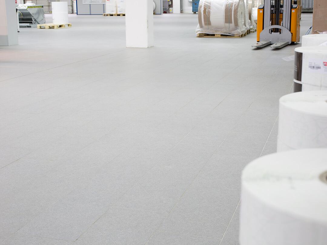 Normgeprüfte Industriefliesen für robuste Industrieböden