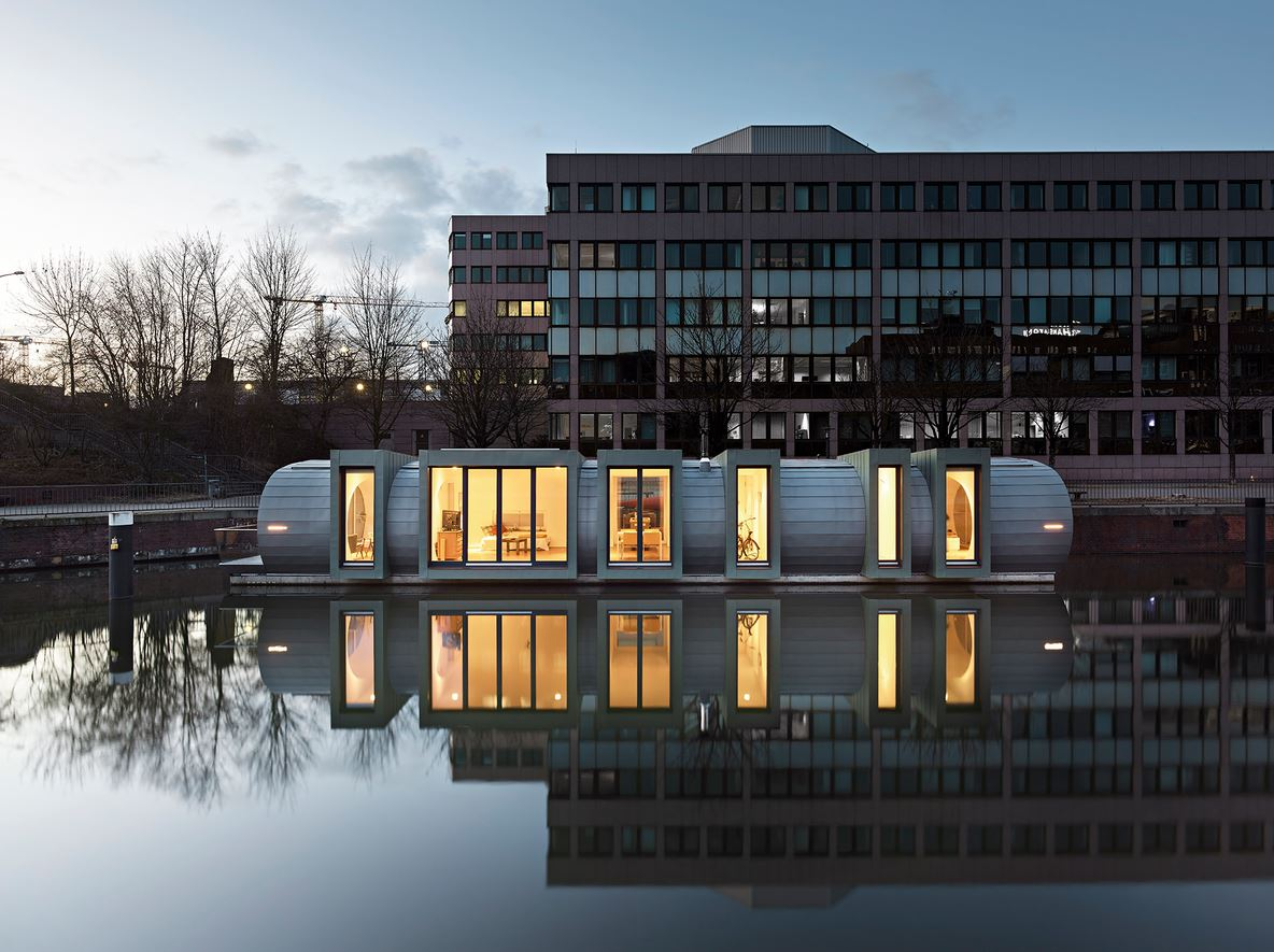 Ein Hausboot als schwimmendes Hotel