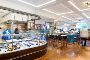 Fischschuppenfliesen von Topgres im Dallmayr Bar&Grill