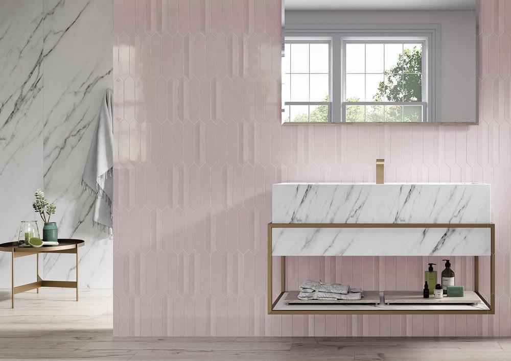 Hochkant verlegt, und mit einzelnen 3D Wandfliesen ergeben sich lebendige Wandbilder